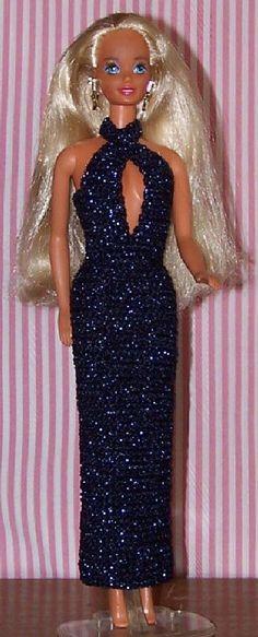 Deze elegante en beetje sexy avondjurk voor Barbie is redelijk snel gehaakt. Met een glanzend wolletje maak je het nog extra glamoureus.