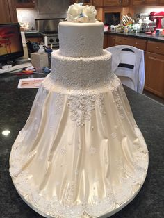 All sugar. Designed from brides gown Girls Dresses, Flower Girl Dresses, Lace Wedding, Wedding Dresses, Bride Gowns, Brides, Sugar, Cakes, Design
