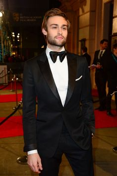 boyzoo:  Douglas Booth at BAFTA Awards 2016