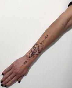 Wrist Band Tattoo, Cuff Tattoo, Tattoo Bracelet, Wrist Tattoos, Life Tattoos, Body Art Tattoos, Chandelier Tattoo, Hand Tattoos For Women, Subtle Tattoos
