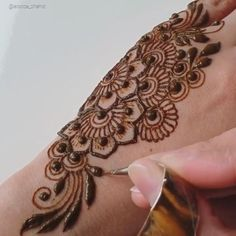 Henna Flower Designs, Pretty Henna Designs, Modern Henna Designs, Basic Mehndi Designs, Henna Tattoo Designs Simple, Arabic Henna Designs, Mehndi Designs Feet, Latest Bridal Mehndi Designs, Mehndi Designs 2018