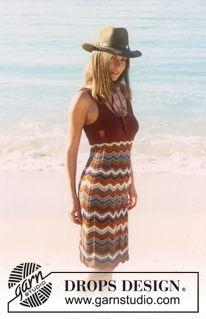 DROPS kjole i «Muskat» med siksakborter og retstrikket brystparti. ~ DROPS Design