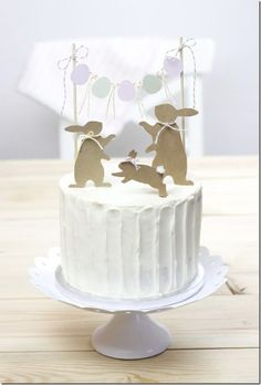 Silhouettes of any type as a cake topper … I think I like it! Silhouettes of any type as a cake topper … I think I like it! Bunny Birthday, Birthday Cupcakes, Birthday Fun, Easter Brunch, Easter Party, Easter Table, Easter Eggs, Desserts Ostern, Dessert Original