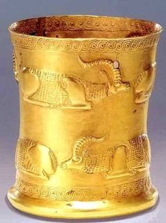 Marlic gold cup, norther Iran, Gilan, ca 1000 BC. by:‏ Virtual Museum of Iran Art Ancient Mesopotamia, Ancient Civilizations, Objets Antiques, Collections D'objets, Cultures Du Monde, Ancient Artefacts, Achaemenid, Ancient Persian, Art Ancien