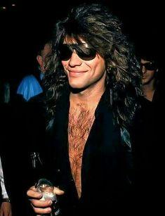 Jon Bon Jovi at Mike Tyson fight Jon Bon Jovi, Bon Jovi 80s, Wild In The Streets, Bon Jovi Pictures, Bon Jovi Always, Shaggy Long Hair, He Makes Me Smile, Star Wars, Let Your Hair Down