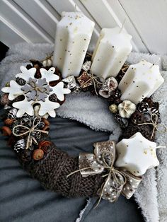 Stunning Christmas Sweater Wreath Advent Candles Decoration Ideas - Page 28 of 55 - Chic Hostess Christmas Advent Wreath, Xmas Wreaths, Christmas Candles, Christmas Centerpieces, Xmas Decorations, Christmas Crafts, Advent Wreaths, Advent Candles, Christmas Sweaters