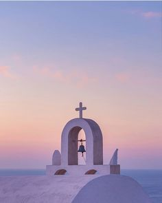 What are the Best Hotels in Santorini? What To Do while on the island? How to get to Santorini? How to avoid the tourist traps? Best Hotels In Santorini, Santorini House, Santorini Island, Santorini Wedding, Santorini Greece, Christian Paintings, Christian Artwork, Arte Sharpie, Santorini Photographer