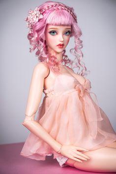 Pre-ORDER: Es dauert ca. 5-14 Tage vorzubereiten.  Bestellbar sind. Wählen Sie eine Puppe Körpergröße aus der Liste: Iplehouse EID groß, Iplehouse SID große/Glam, Iplehouse nYID großen/Glam oder kleine, Soom SuperGem, Feeple65, Feeple60, Lillycat Ellana/Lyse, intelligente Puppe groß, Smart Puppe Medium.  Babydoll Kleid aus Chiffon-Seide in der Farbe Pearl Blush.  Dieses schönes Outfit aus einem exquisiten weichen Material gefertigt. Falten des Kleides flattern ergänzen die sanfte Bild Ihrer…