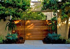 Horizontal wood privacy fence, flush gate
