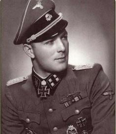 SS-Sturmbannführer Ernst August Krag.