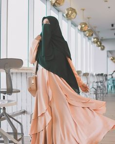 Learn Quran Academy provide the Quran learning services at home. Our mission to teach Quran with proper Tajweed and Tafseer to worldwide Muslim community. Beautiful Muslim Women, Beautiful Hijab, Hijabi Girl, Girl Hijab, Niqab Fashion, Fashion Outfits, Muslim Women Fashion, Muslim Beauty, Islamic Girl