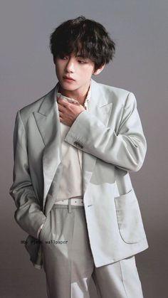 In which Taehyung abandoned Jungkook and his child. Bts Taehyung, Bts Bangtan Boy, Namjoon, Taehyung Photoshoot, Daegu, Foto Bts, Bts Stage, Kpop, Billboard Music Awards
