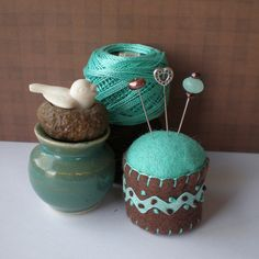 Bottle Cap Pincushion #400. Upnorthcindy. Love the presentation and the darling pin cushion.