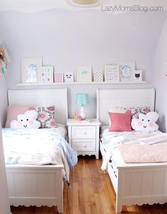 Pastel shared bedroom 27 Fabulous Girls Bedroom Ideas to Realize Their Dreamy Space Twin Girl Bedrooms, Sister Bedroom, Bedroom For Girls Kids, Small Shared Bedroom, Small Rooms, Twin Girls, Sisters Shared Bedrooms, Bedroom For Twins, Twin Bedroom Ideas