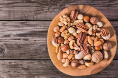 Two new studies suggest that a daily serving of nuts helps stave off weight gain in the long run and benefits cardiometabolic health in women. Rooibos Tee, Nutrition Guide, Rich In Protein, Anti Inflammatory Diet, Heart Healthy Recipes, Healthy Foods, Lower Cholesterol, How To Eat Less, Ideas