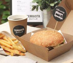 Cajas para Desayuno Sorpresa | CARTÓN S.A. - Cajas de Cartón e Ingeniería en Empaques en Barranquilla y toda Colombia Paper Crafts, Diy Crafts, Diy For Kids, Picnic, Yummy Food, Hamburgers, Tissue Paper Crafts, Delicious Food