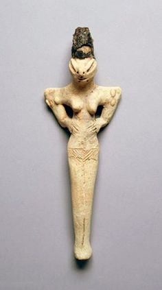 Mother Goddess figurine with Snake Head, from Ubaid Period in Iraq, made in terrracotta, The University of Pennsylvania Museum of Archaeology and Anthropology, Penn's campus in the University City neighborhood of Philadelphia. Ancient Goddesses, Gods And Goddesses, Ancient Mysteries, Ancient Artifacts, Ancient Aliens, Ancient History, Ancient Mesopotamia, Art Premier, Mother Goddess
