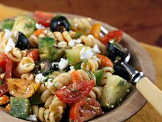 Recipe for Greek pasta salad with sun-dried tomato vinaigrette {vegetarian} {http://www.theperfectpantry.com/}