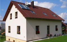 Solární kolektory vykazují největší teplotní zisk v okamžiku, kdy sluneční záření dopadá kolmo na solární panel.