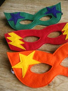 Green Felt Super Hero mask and cuff set