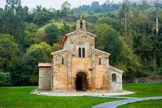 fotografía de arquitectura de monumento Prerrománico Asturiano San Salvador de Valdediós , Patrimonio Histórico Cultural de la Unesco