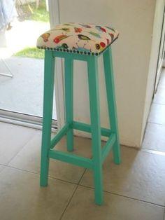 $630 - banqueta de madera tapizada barra desayunador Turquoise Furniture, Funky Furniture, Recycled Furniture, Furniture Makeover, Painted Furniture, Home Crafts, Diy And Crafts, Painted Stools, Soft Furnishings