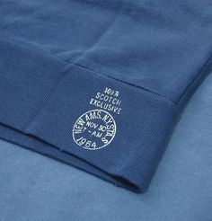Scotch and Soda introduces the extra special garment dyed sweater, which is part of the new autumn/winter collection. This is an everyday comforter that features raglan sleeves, crew neck, leather patch logo, a small Scotch Exclusive print and vintage wash effects.  http://www.itsinyourjeans.co.uk/top-brands-1003/scotch-soda/basic-garment-dyed-sweat-blue-berry.html