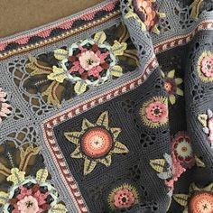 Afghan Crochet Patterns, Crochet Motif, Crochet Designs, Knitting Patterns, Knit Crochet, Crochet Fruit, Love Crochet, Crochet Hair Accessories, Crochet Flower Tutorial
