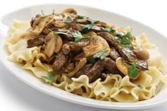 Easy beef stroganoff is a quick weeknight dinner recipe. All of the taste of a slow cooked beef stroganoff, but can be made in just 45 minutes. Slow Cooker Beef Stroganoff Recipe, Slow Cooker Recipes, Crockpot Recipes, Cooking Recipes, Pasta Recipes, Plats Weight Watchers, Weight Watchers Meals, Buttered Noodles, Chafing Dishes