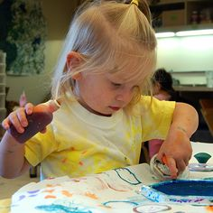 Children will use different circular objects to create dot paintings. Science Resources, Teaching Science, Activities, Discovery Museum, Pointillism, Dot Painting, Objects, Dots, Catapult
