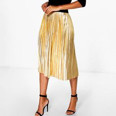 Make a big mini statement with sexy mini skirts you'll adore. Check out our edits of short skirts in checked, denim, gingham prints, and more. Metallic Pleated Skirt, Pleated Mini Skirt, Midi Skirt, Casual Elegance, Muslim Fashion, Work Fashion, Cute Dresses, Hemline, Festive