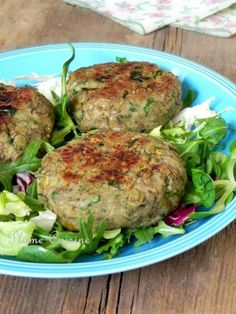 These coriander lentil steaks are delicious vegetarian steaks. We can fill up on protein while enjoying a healthy meal. Keto Crockpot Recipes, Veggie Recipes, Vegetarian Recipes, Cooking Recipes, Healthy Recipes, Batch Cooking, Healthy Cooking, Healthy Snacks, Healthy Eating
