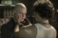 Still of Matt Damon and Wagner Moura in Elysium