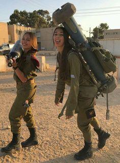 Resultado de imagen para military girls