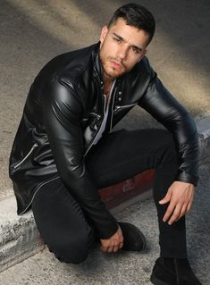 Leather Fashion, Leather Men, Leather Pants, Black Leather, Mens Fashion, Gentleman Fashion, Madrid, Americana Vintage, Leather Jackets For Sale