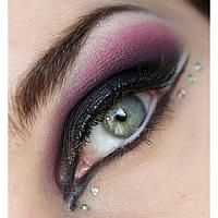 gorgeous violet make up with pearls -