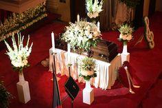 Pohřeb Karla Gotta na Žofíně. Gott Karel, Table Settings, Table Decorations, Celebrities, Film, Fotografia, Movie, Celebs, Film Stock
