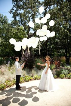 first look ideas, balloon release first look, look ideas, wedding first look ideas Wedding First Look, Perfect Wedding, Our Wedding, Dream Wedding, Wedding White, Photos Originales, Carnival Wedding, Before Wedding, Photo Couple