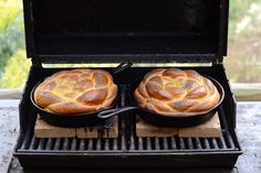 Challah Baked on the Grill: I just replaced my old grill with something that touts it's ability to cook ANYTHING! This recipe brings back memories of a deli that served the BEST sandwich made of ham, tomatoes, and sprouts on Challa. Kosher Recipes, Bread Recipes, Pizza Recipes, Grilling Recipes, Cooking Recipes, Grilling Ideas, Cooking Tips, Good Food, Yummy Food