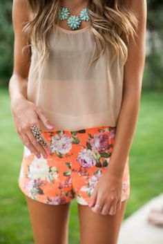 Floral short and lace detail tank for summer