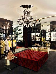 Dolce & Gabbana Store in Milan, Italy Retail Interior Design, Retail Store Design, Commercial Interior Design, Commercial Interiors, Boutique Decor, Boutique Design, A Boutique, Boutique Interior, Visual Merchandising