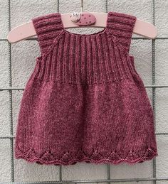 Knitted packs The Effective Pictures We Offer You About baby dress patterns A quality picture ca Easy Knitting Patterns, Knitting Kits, Knitting For Kids, Baby Knitting, Knit Baby Dress, Baby Dress Patterns, Tunic Pattern, Baby Vest, Diy For Girls
