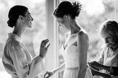 #gettingready #bride #bridesmaid #theroundhouse #roundhousebeacon #hudsonriverphotographer #weddingmoments