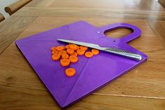 Transforming Cutting Boards - The Boardbowl Embodies a Handy Design for Easy Ingredient Transferral (VIDEO)