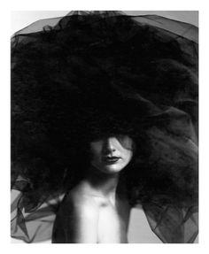 Dal 6 marzo 2013 Ersel ospita a Torino, nel suo spazio espositivo, un'interessante mostra di Giovanni Gastel, fotografo milanese tra i più conosciuti e apprezzati a livello internazionale. L'esposizione comprende ritratti di eleganza formale che incarnano la bellezza e la femminilità.Spazio81 ha prodotto molte delle immagini, con tecnica Pigmented e True-Black Fine-Art Giclée certificata per durata museale. Il laboratorio ha eseguito anche i montaggi dalla resa raffinatissima