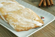 Questo dolce romboidale, tipico della zona di Oristano, ha una consistenza morbida al profumo di cannella e limone