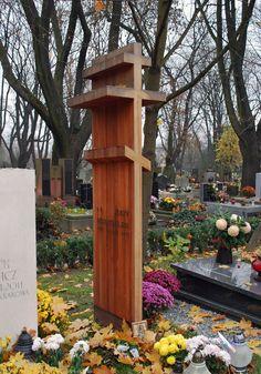 Rakowicki_Cemetery,_grave_of_Jerzy_Nowosielski_(Polish_painter,_drawer,_scenographer,_philosopher),_26_Rakowicka_street,_Kraków,_Poland.JPG (2372×3393)