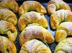 Desať receptov na plnené rožteky - Žena SME Mini Cheesecakes, Sweet Desserts, Pretzel Bites, Bagel, Cookie Recipes, Sausage, Sweets, Bread, Food And Drink