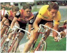 TI Raleigh 1977, ploegentijdrit in de Tour de France. Met Didi Thurau, Gerrie Knetemann, Henk Lubberding en Piet van Katwijk. 2 stickers t.b.v. Frans albumpje van BP ('Les champions vert et jaunes').