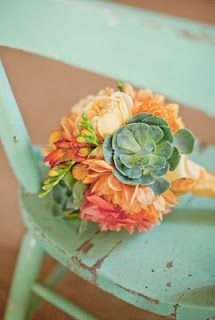 Peach, coral, turquoise, colors for summer wedding
